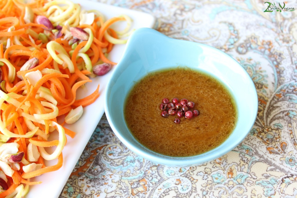 Noodles κολοκυθιού και καρότου με Ginger Dressing